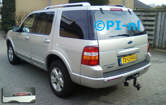 Ford Explorer Limited uit 2003. De display (set A 2013) werd in de middenconsole gemonteerd.