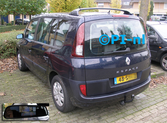 Parkeersensoren ingebouwd door PI-nl in een Renault Espace 2.0T uit 2006. De display (set D 2014) is de camera-spiegel-set met sensoren. De camera is tien centimeter linksonder t.o.v. trekhaakknop (dus a-symetrisch) gemonteerd.
