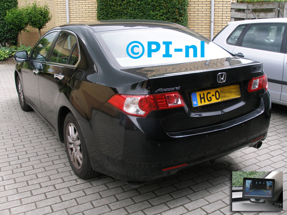 Parkeersensoren ingebouwd door PI-nl in een Honda Accord uit 2009. De monitor-display (set D 2016) is van de set met camera en sensoren.