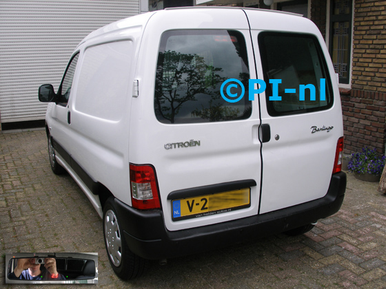 Parkeersensoren ingebouwd door PI-nl in een Citroen Berlingo First uit 2009. De display (set C 2017) is de spiegeldisplay.